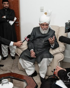 Hadhrat Mirza Masrror Ahmad at the Baitul Futuh Mosque 21/09/12