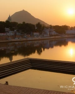 A Hindu bathing ghat at Pushkar lake in Rajasthan, India