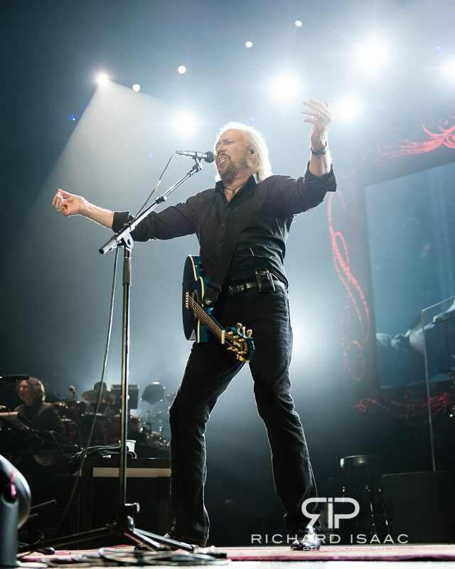 wpid-03-10-2013_Barry_Gibb_concert_The_O2_Arena_033.jpg