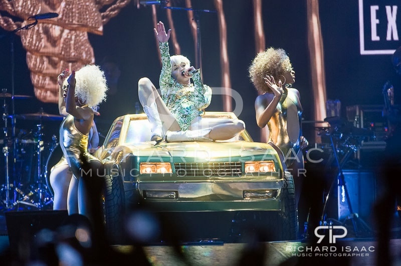 wpid-06-05-2014_Miley_Cyrus_concert_The_O2_Arena_005.jpg