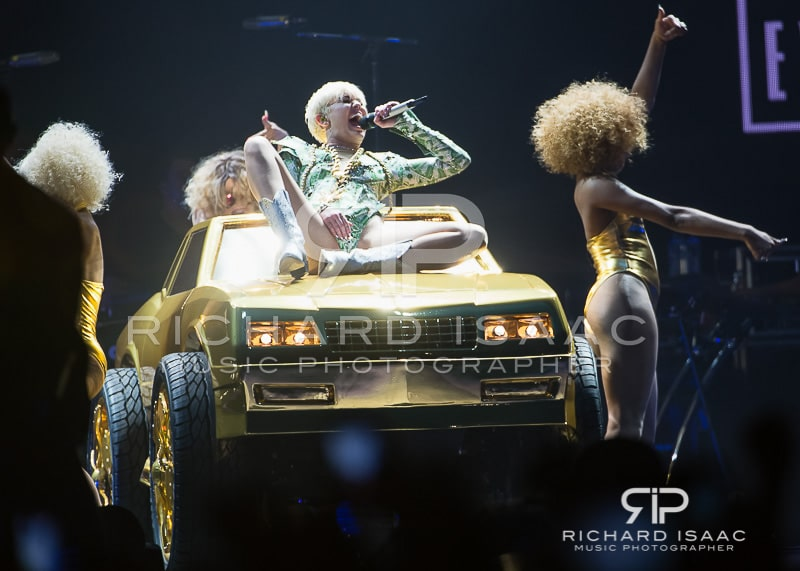 wpid-06-05-2014_Miley_Cyrus_concert_The_O2_Arena_015.jpg