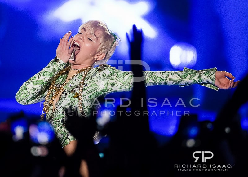 wpid-06-05-2014_Miley_Cyrus_concert_The_O2_Arena_077.jpg
