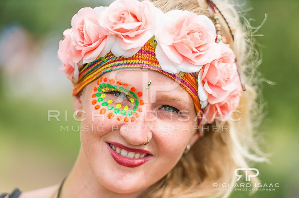 Latitude 2014 - pretty flowers, facepaint and striking blue eyes