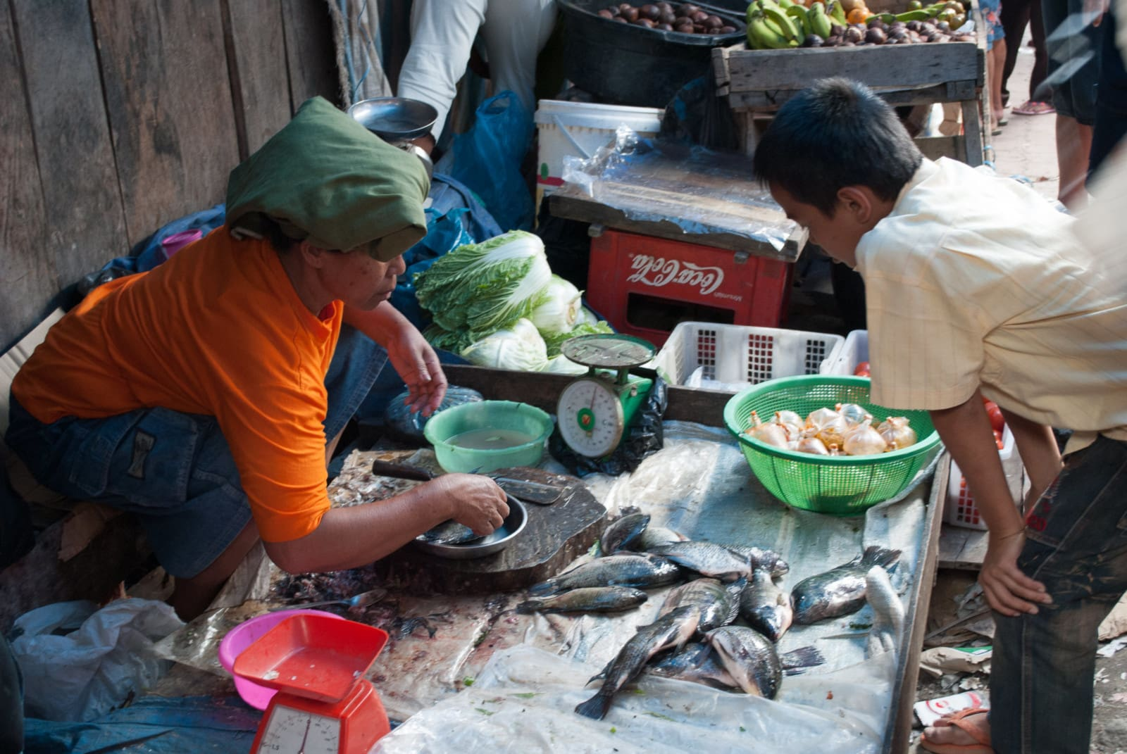 fish-seller-market-sumatra-london-freelance-photographer-richard-isaac-3200