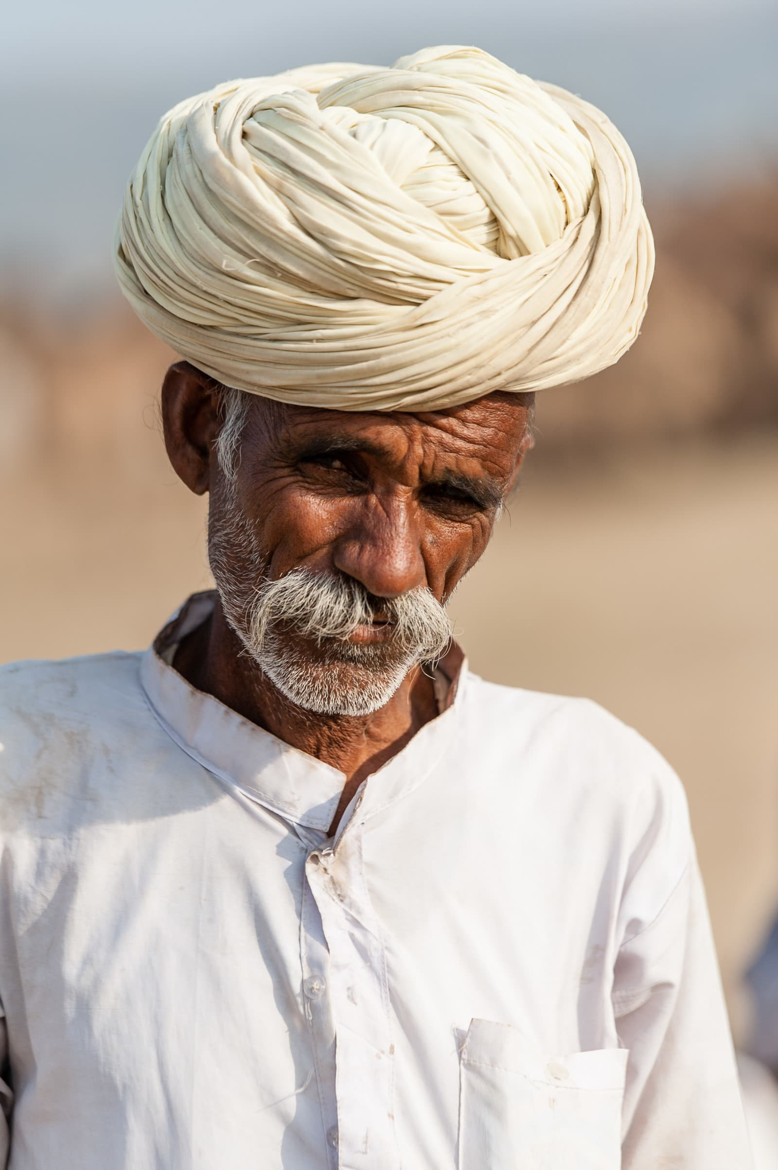 trader-portrait-camel-pushkar-camel-fair-london-freelance-photographer-richard-isaac-3200